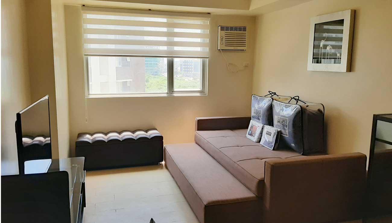 Minimalist Studio Room